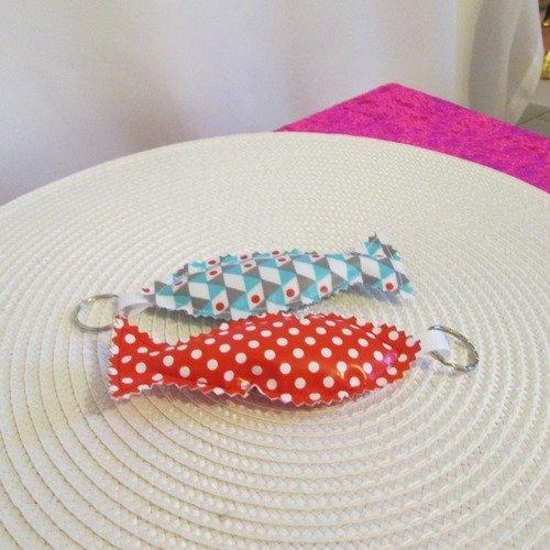 Porte clef, bijoux de sac - lot de 2 - en toile cirée de couleur  rouge à pois blanc et bleu turquoise