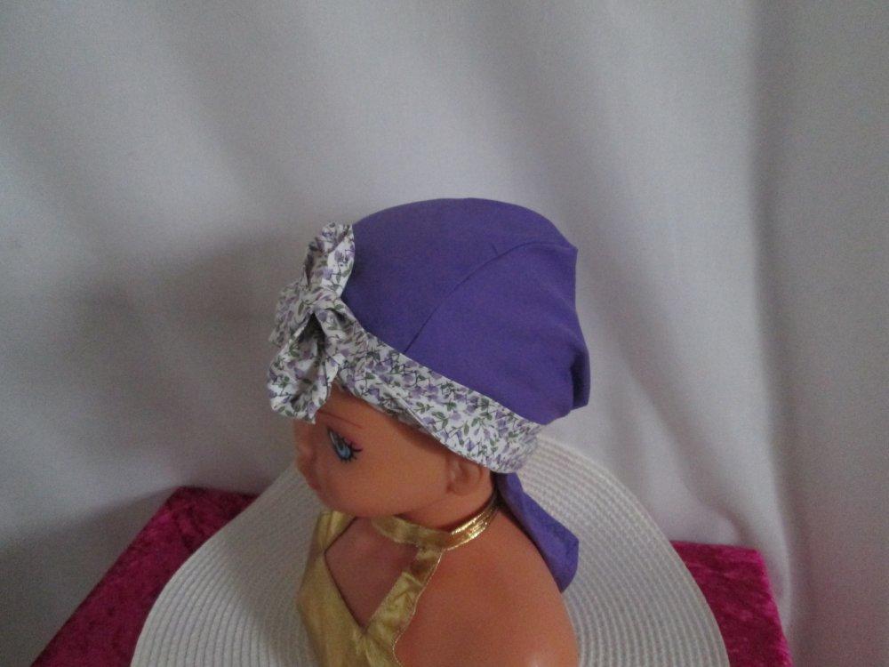 Foulard chimio, turban enfant de couleur violette à petites fleurs mauves