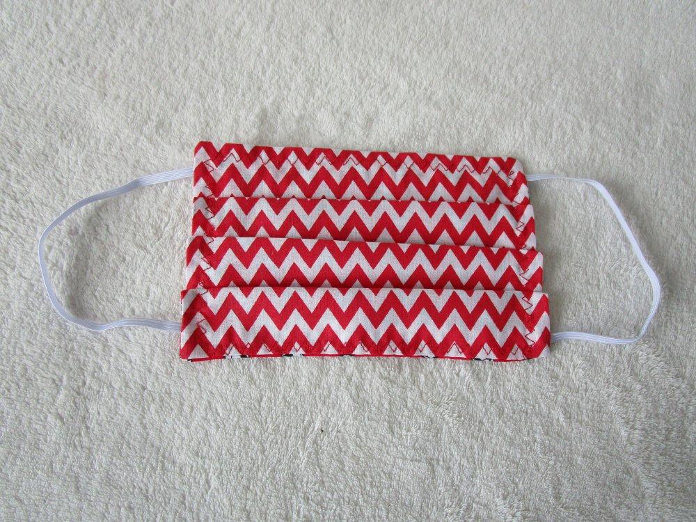 Masque ENFANT de protection de couleur rouge, blanche et noire motif ballon de football