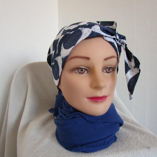 Foulard, turban chimio, bandeau femme de couleur bleu marine et blanche motif ethnique