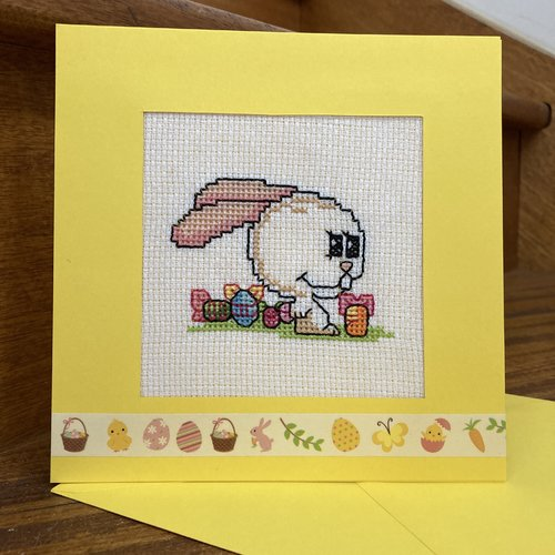 Carte brodée : lapin de pâques
