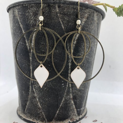Boucle d'oreille créoles bronze rond et ovale sequin émaillé pic blanc