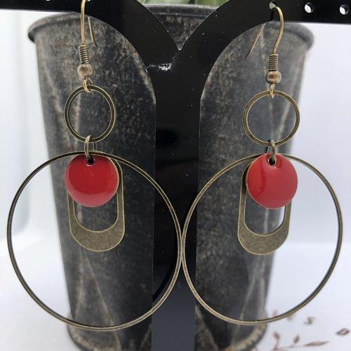 Boucle d'oreille créole bronze, breloque estampe ovale, sequin rond rouge émaillé en résine époxy