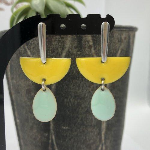 Boucle d'oreille à argenté acier inoxydable à sequins émaillés demi lune et goutte jaune eau ou turquoise rose