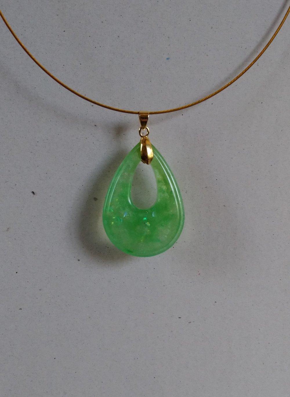 Goutte vert d'eau irisé