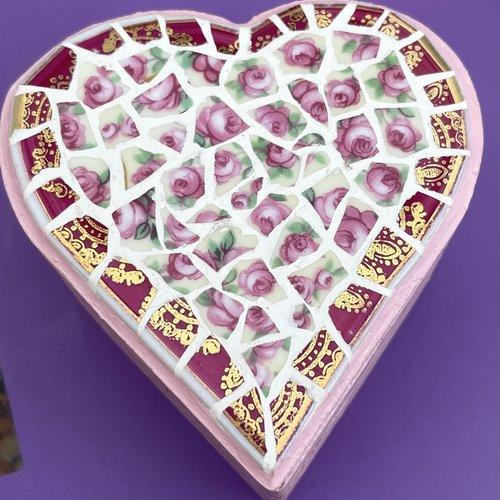 Boîte à bagues coeur- porcelaine fleurie roses