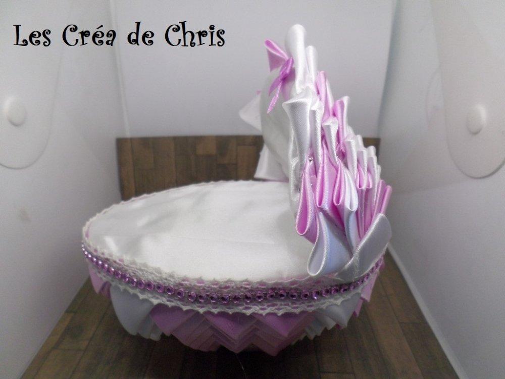 couffin tout en tissu pour poser sur gateau de baptême ou autre.