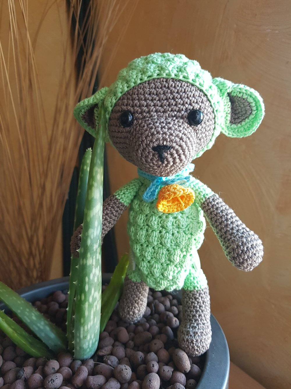 Mano petit mouton modele de croc's betty