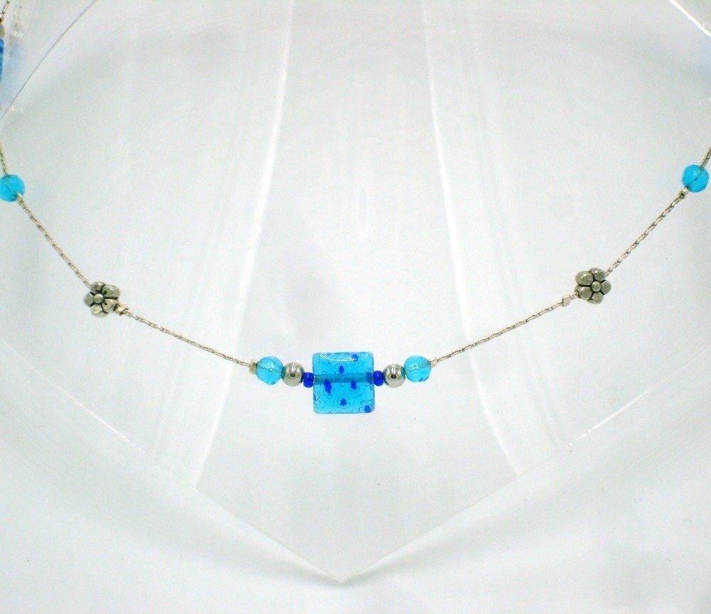 Collier très fin en perles de verre de Venise turquoise sur chaîne serpentine argentée