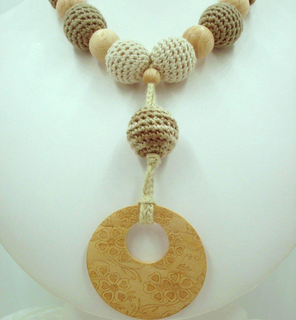 Collier de portage en perles crochetées et bois de hêtre, pendentif en bois gravé