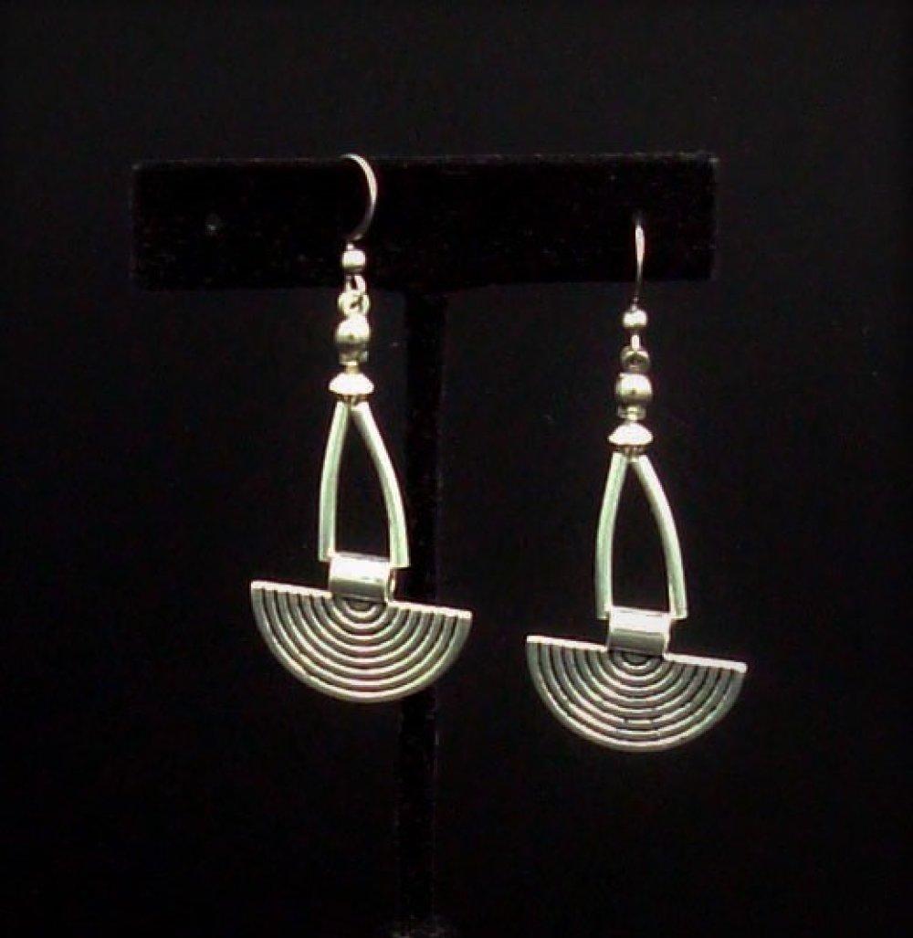 Boucles d'oreille ethnique en métal argent vieilli