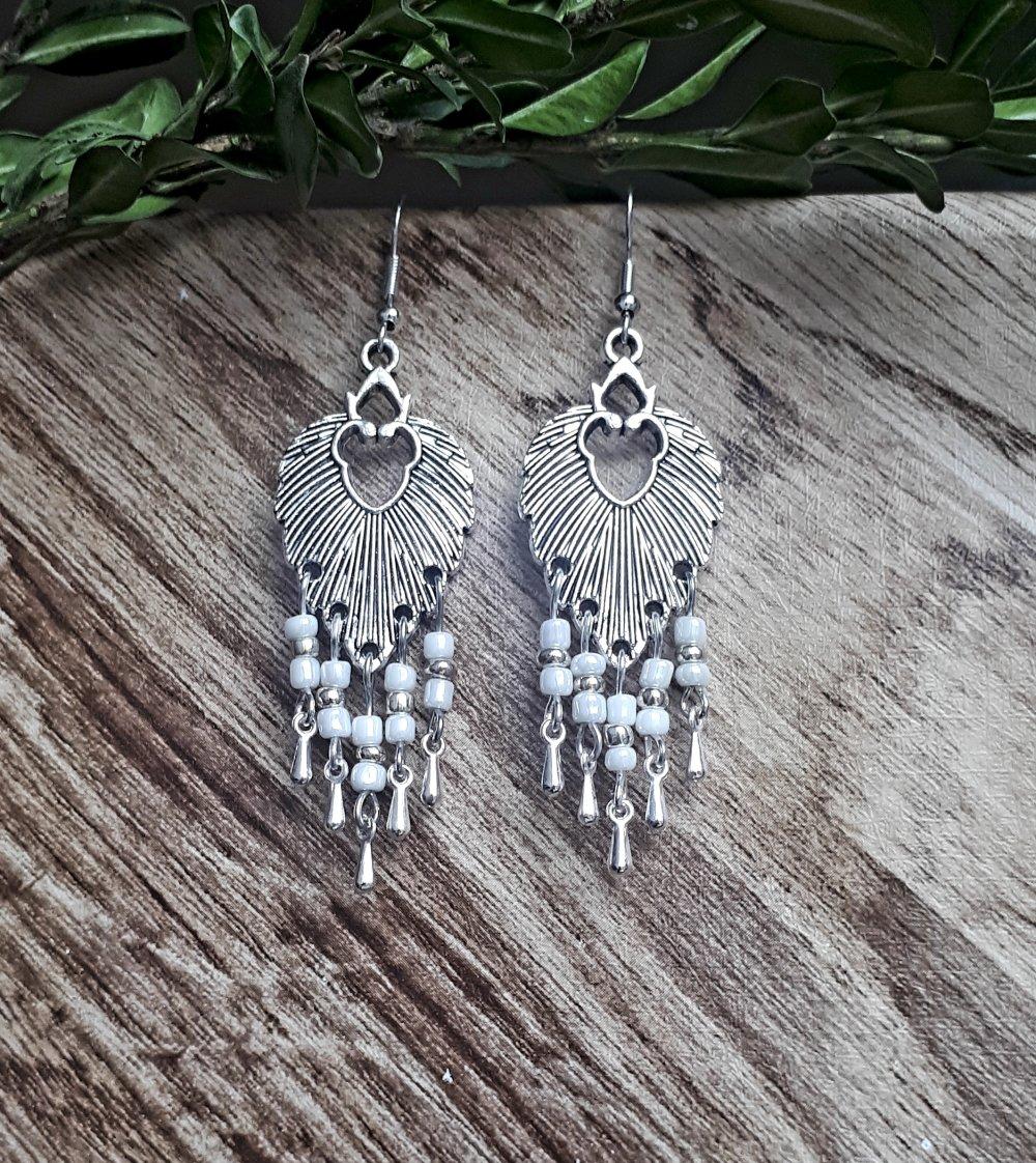 Boucles d'oreilles feuilles et perles blanches