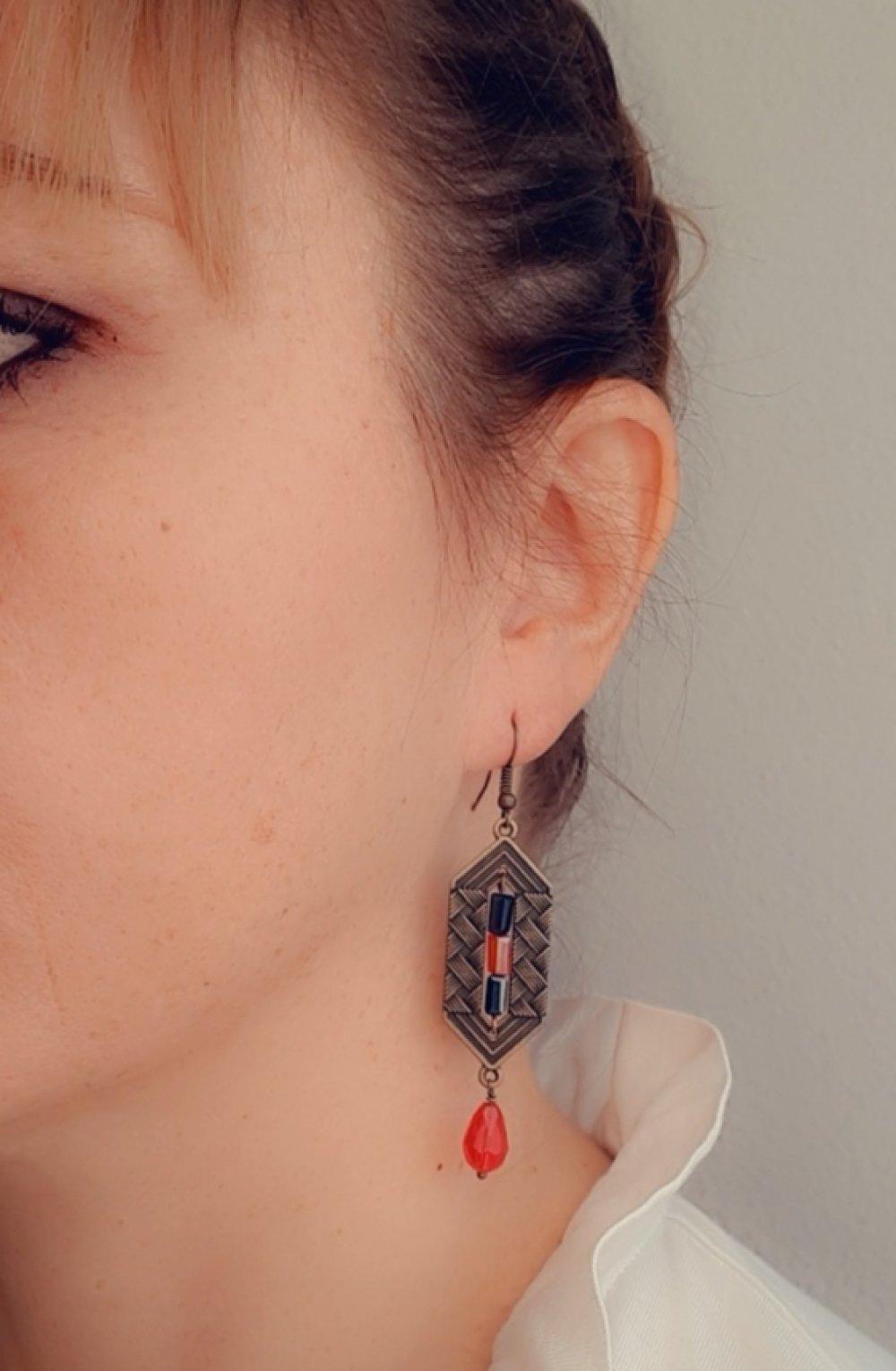 Boucles d'oreilles bronze dépareillées