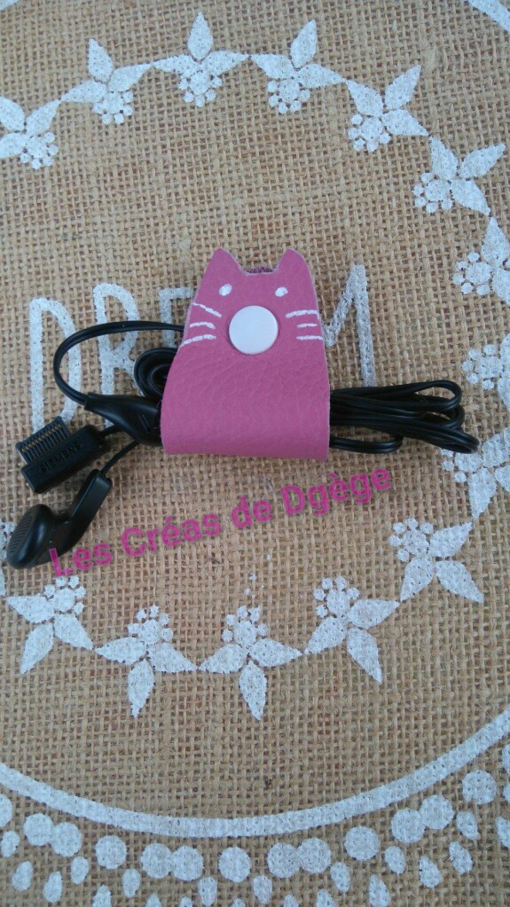 Attache écouteurs en cuir chat rose