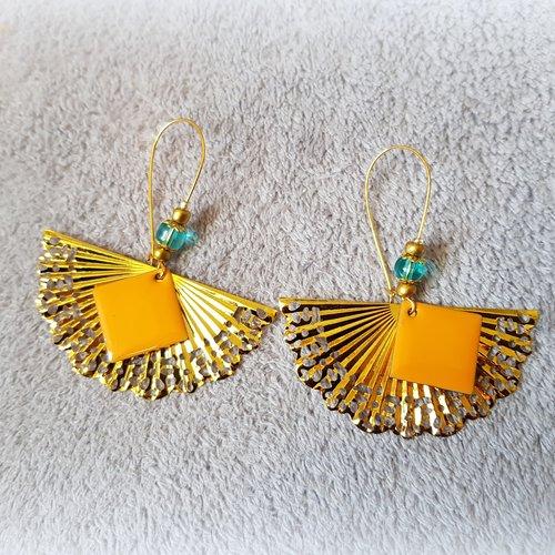 Boucle d'oreille éventail, carré émaillé orange, crochet, métal doré