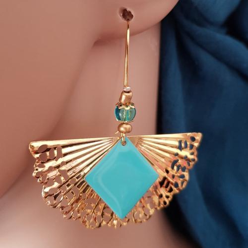 Boucle d'oreille éventail, carré émaillé bleu, crochet, métal doré