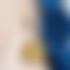 Boucle d'oreille pendante escargot ajouré, perles en bois mauve, crochet, métal doré