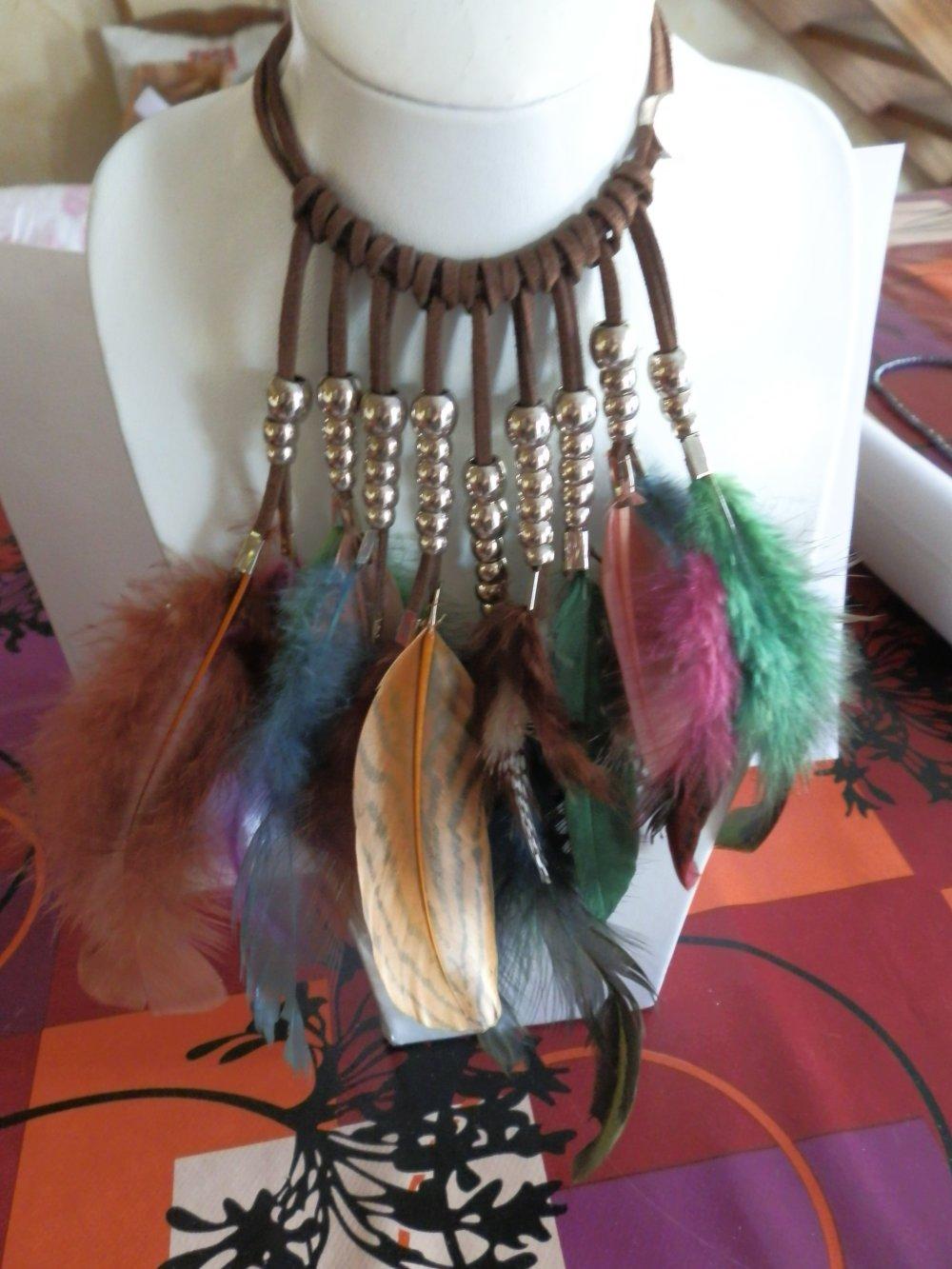 sautoir plumes, métal et daim
