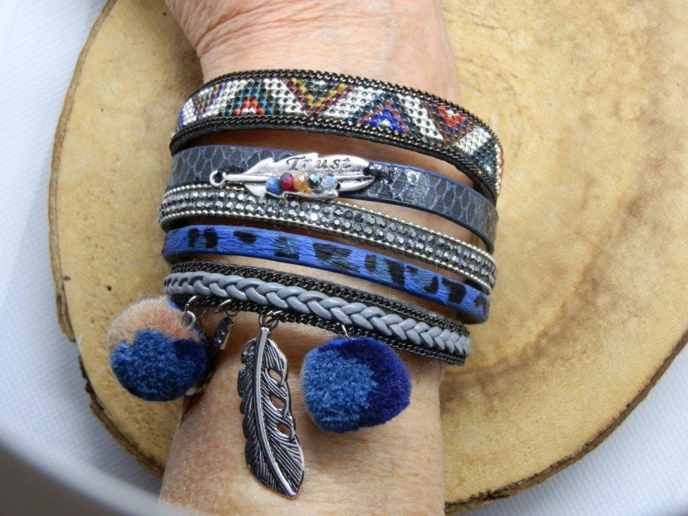 bracelet manchette 5 rangs en cuir avec breloques et fermoirs en métal argenté