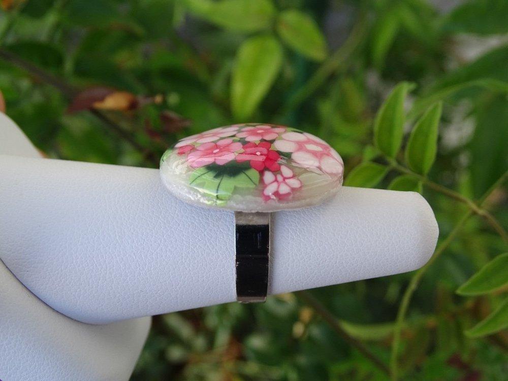 bague cabochon fleuri  en pâte polymère fimo taille réglable