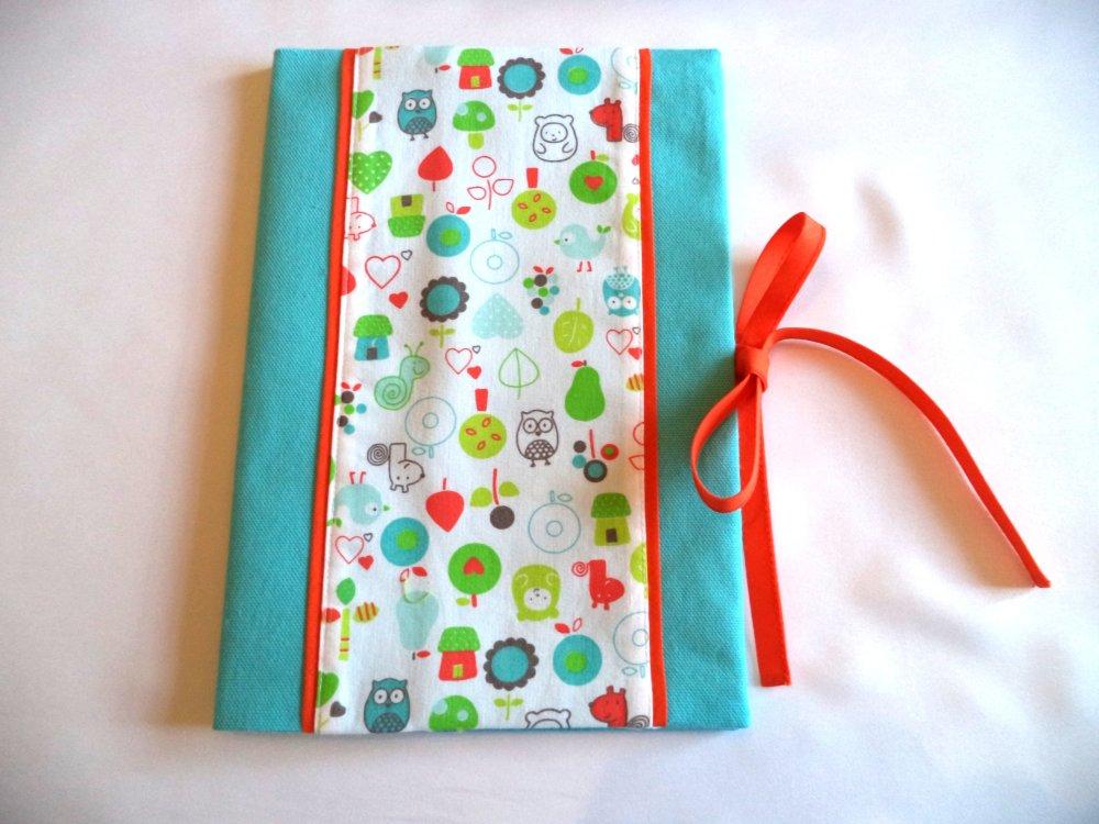 Pack cadeau naissance: protège carnet de santé et sac à doudous ou multifonctions, couleur turquoise.