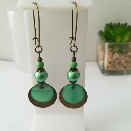 Boucles d'oreilles apprêts bronzes et perles en verre verte nacrée