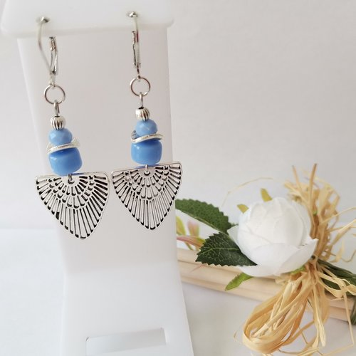 Boucles d'oreilles perles bleues et pendentif argent mat