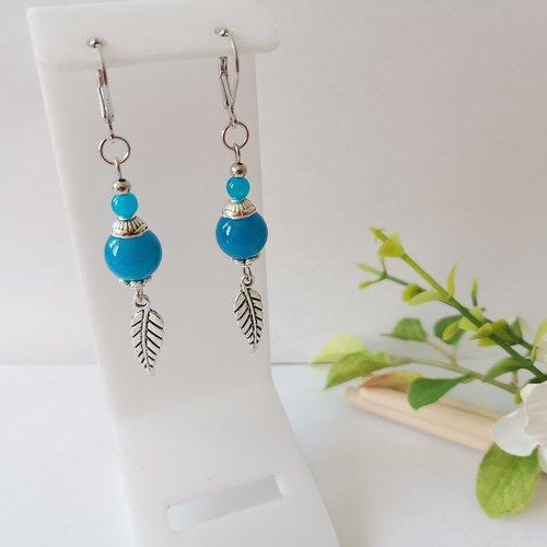 Boucles d'oreilles breloque argent mat et perles en verre bleu