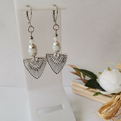 Boucles d'oreilles perles blanches et pendentif argent mat