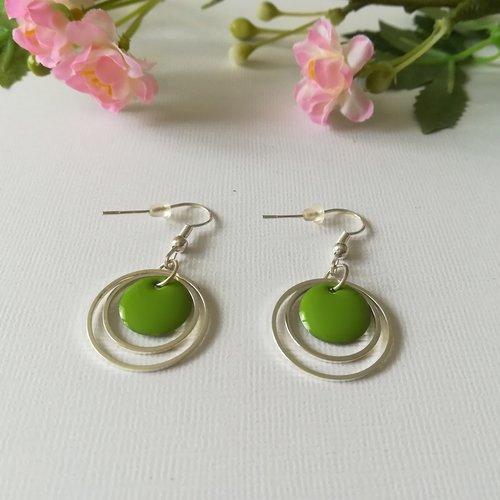 Boucles d'oreilles anneaux argentés et sequin émail vert