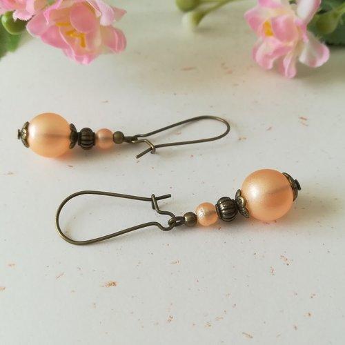 Boucles d'oreilles apprêts bronze et perles en verre saumon