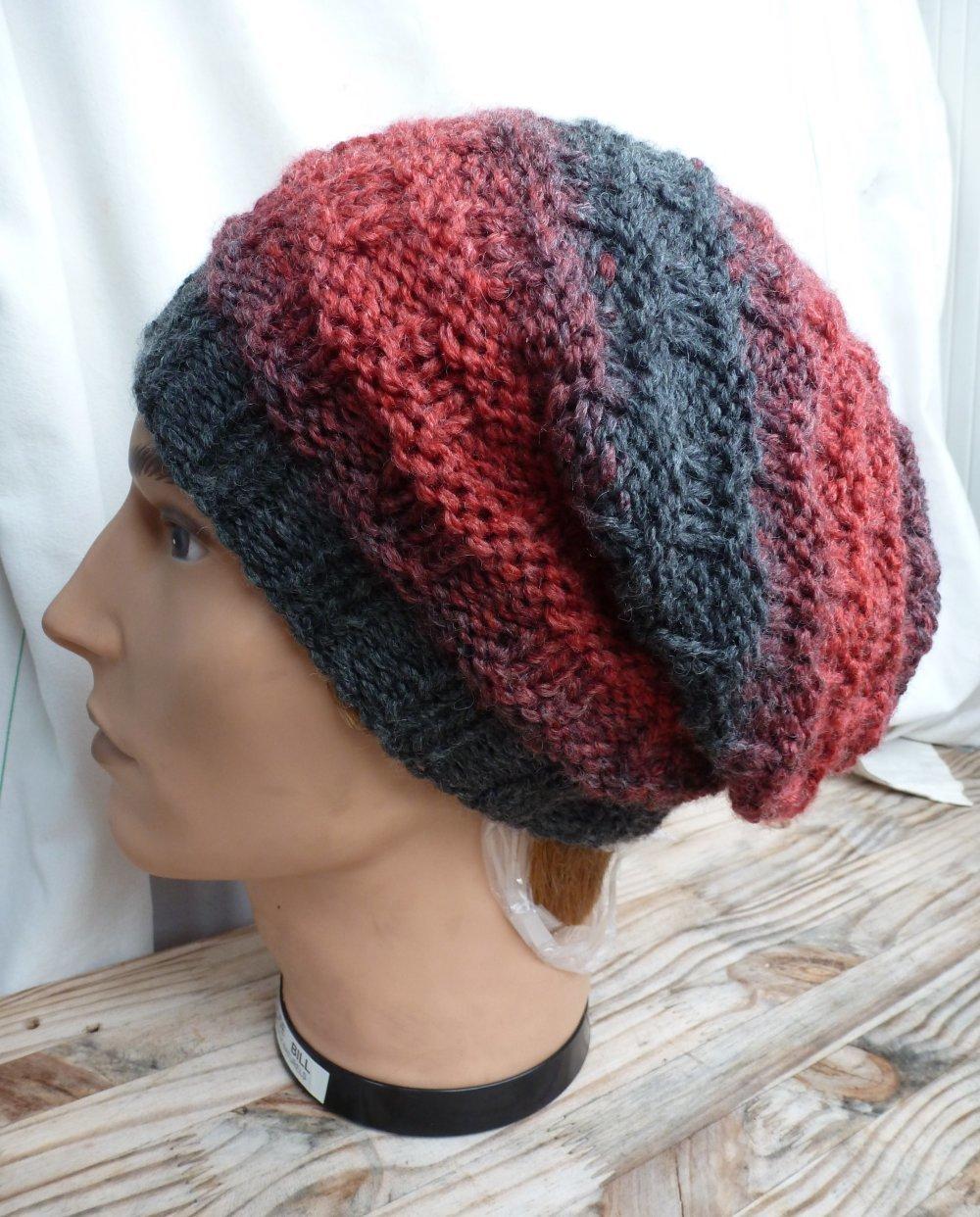 bonnet mixte chaud et ravissant à porter slouchy ou  classique avec revers , un mélange de coloris anthracite et brique  pour ce  bonnet