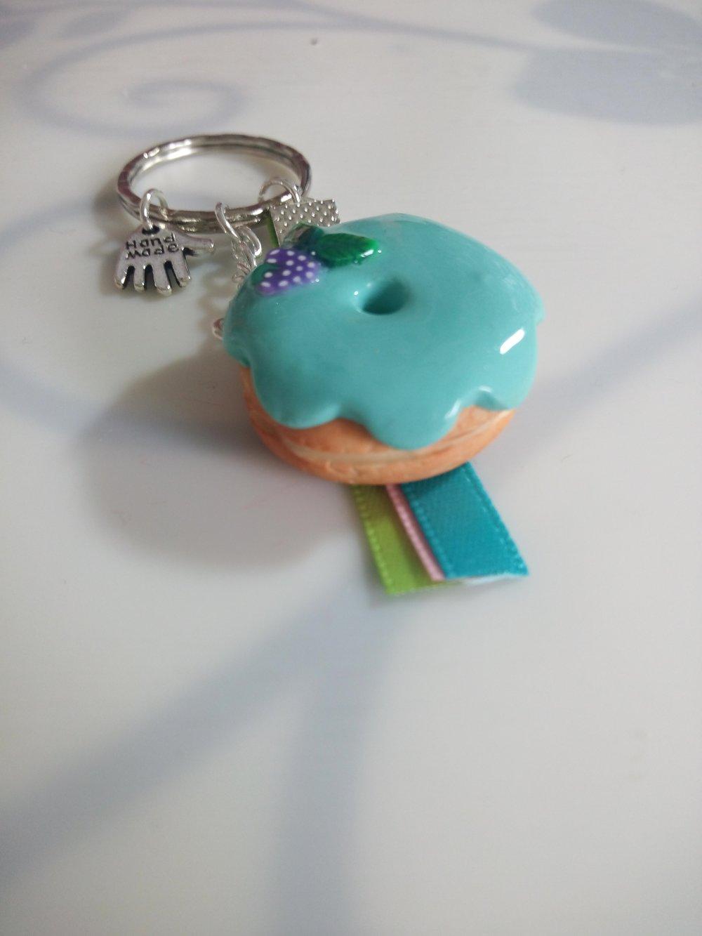 Porte clés donut raisins en pâte polymère