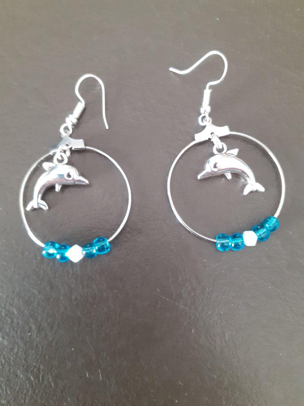 Bijoux fantaisie: Boucles d'oreilles cercles dauphin perles bleues