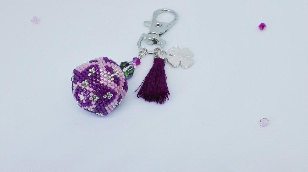Porte-clefs tissé en perles miyuki // Bijoux de sac // Violet, rose et argenté // Pompon violet // Breloque trèfle
