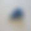 Boucles d'oreilles des tongs bleu et blanc en pâte polymère