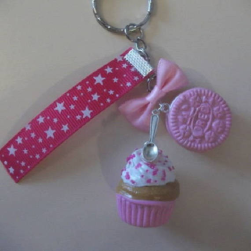 Porte-clés gourmand cup cake ,biscuit et son noeud en rose