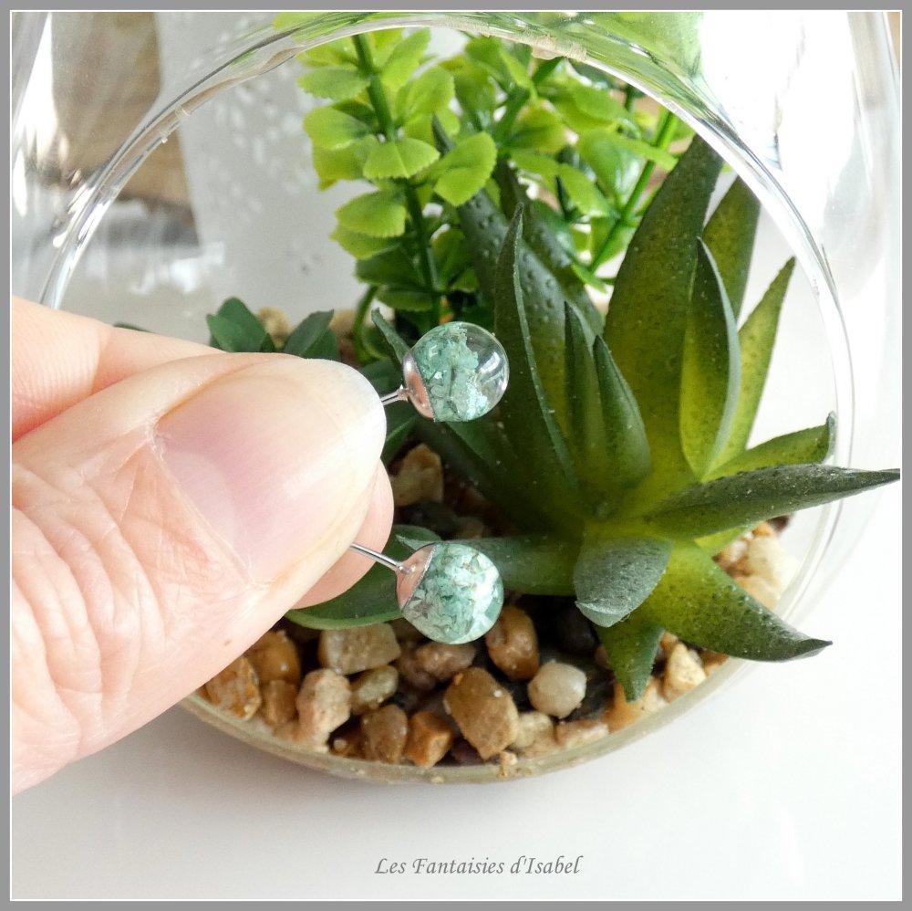 Puces d'oreille en résine et fleurs d'Ammi Majus vert d'eau