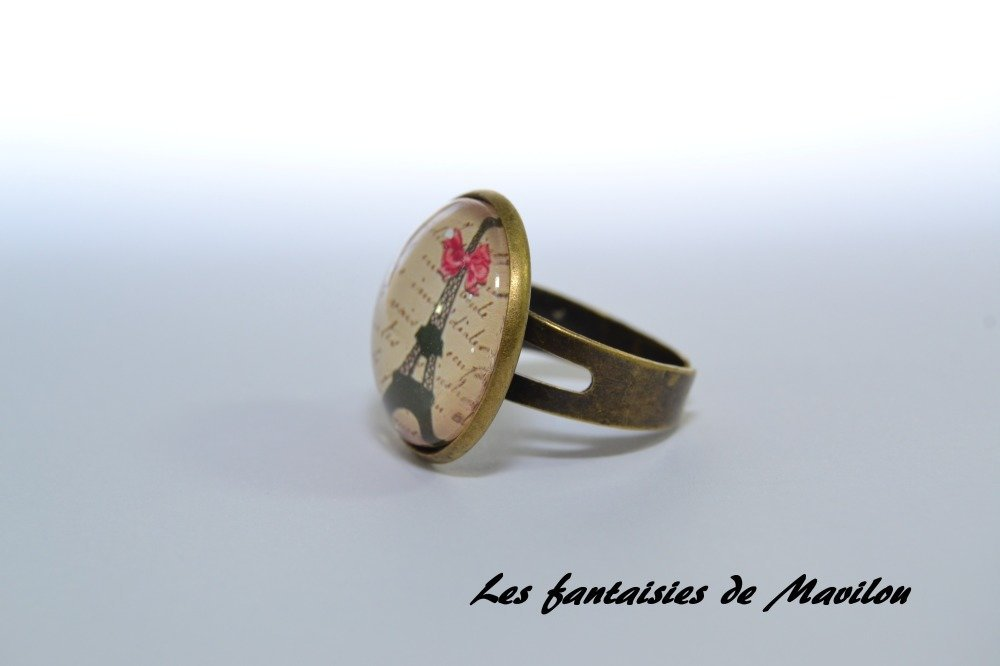 """Bague """"Tour Eiffel"""" avec un noeud rose"""