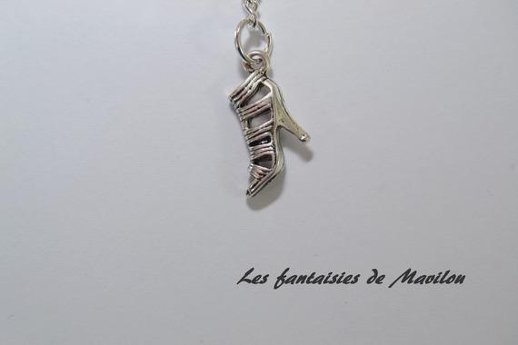 """Porte-clés """"MAMAN"""" rose et blanc agrémenté d'un noeud et de perles"""