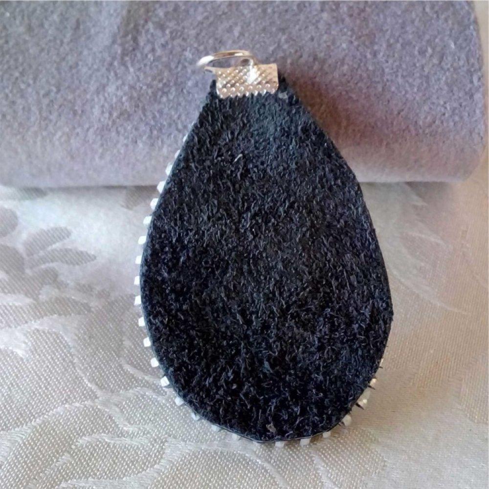 Pendentif goutte cuir noir