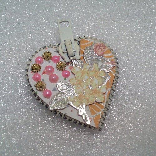 Magnet cœur décoré d'une fleur 3d