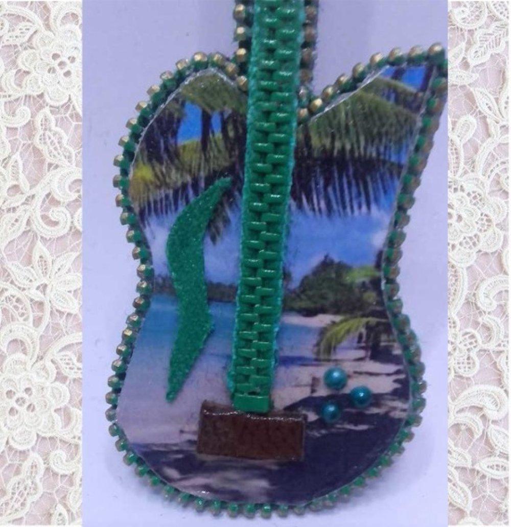 Guitare miniature collection : voyage aux îles