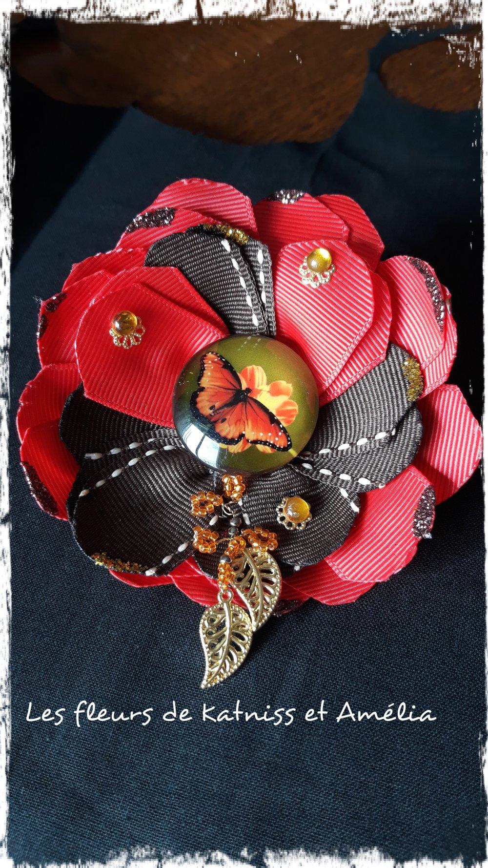 Broche:papillon au camélias rouge