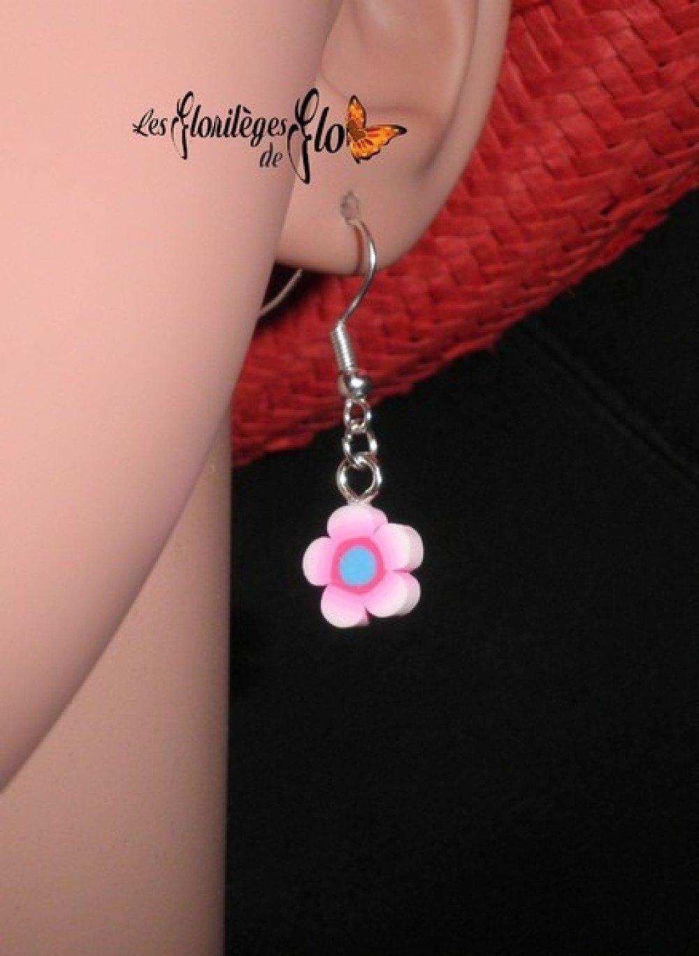 00920 - Boucles d'oreille fleur rose et bleu en fimo