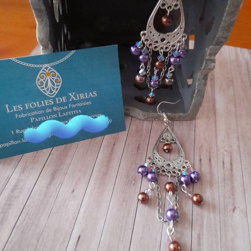 Boucles d'oreilles métal et perle nacrée en verre violet et marron.