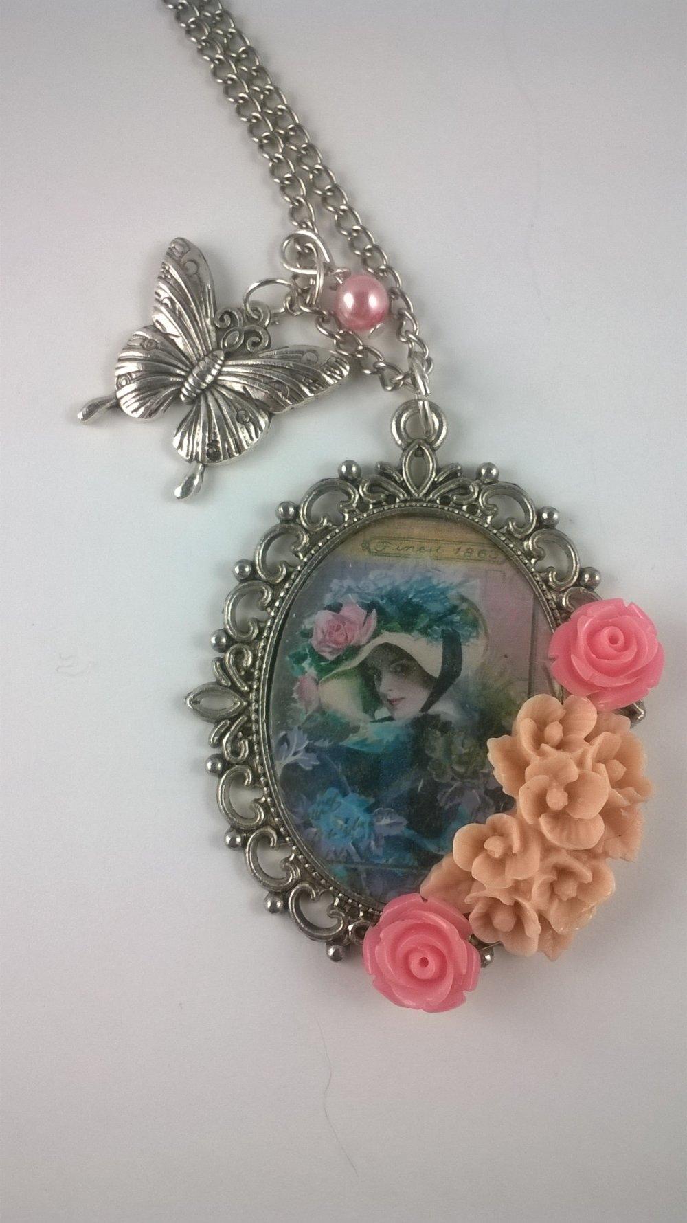 Collier femme pendentif cabochon romantique LA FEMME EN BLEU