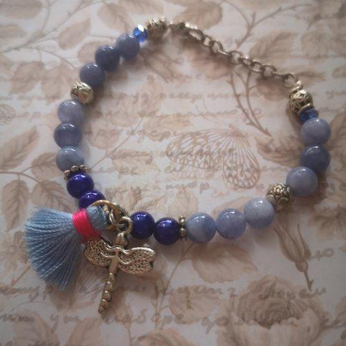 Bracelet en perles bleues et libellule