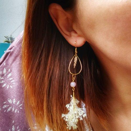 Boucles d'oreilles fleurs séchées et perles de quartz rose