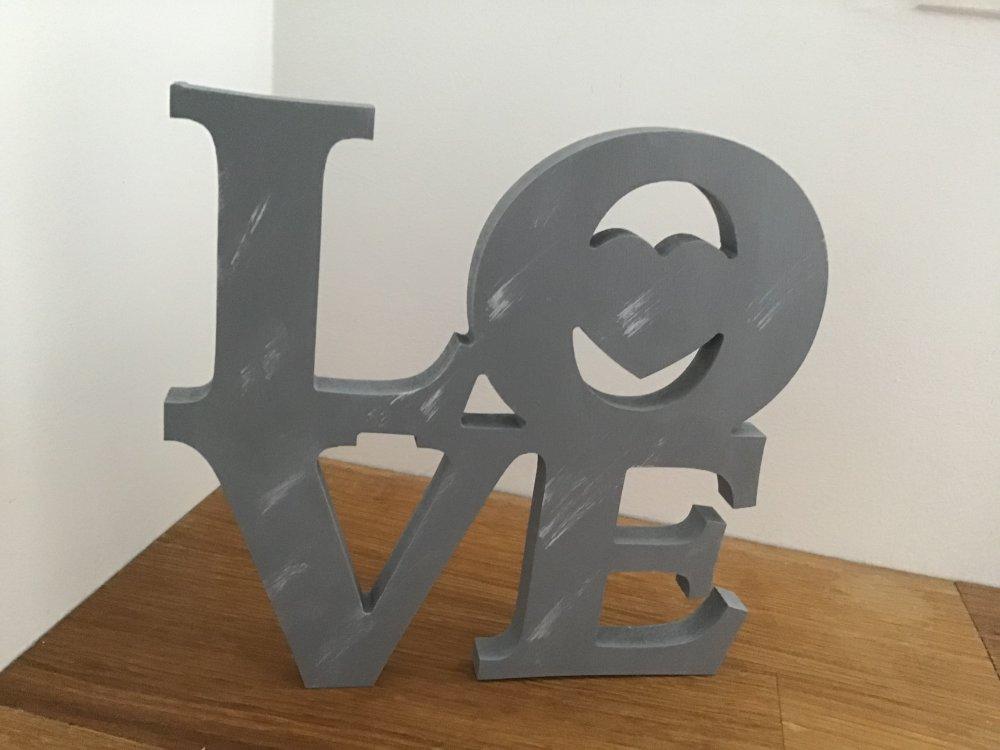 Mot LOVE en bois gris patiné, à poser ou à accrocher